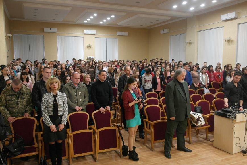 Для будущих педагогов Покровска прошел концерт, посвященный событиям на Донбассе, фото-2