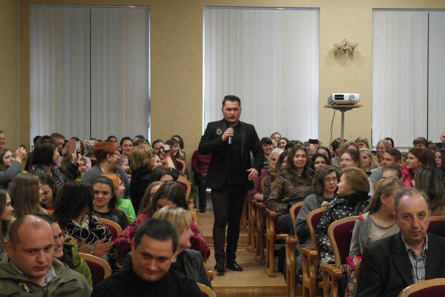 Для будущих педагогов Покровска прошел концерт, посвященный событиям на Донбассе, фото-9
