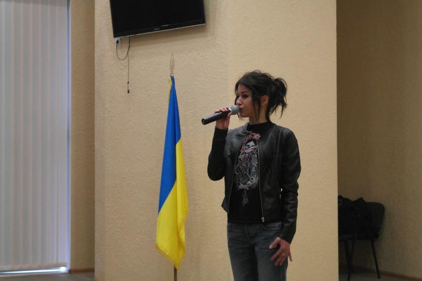 Для будущих педагогов Покровска прошел концерт, посвященный событиям на Донбассе, фото-3