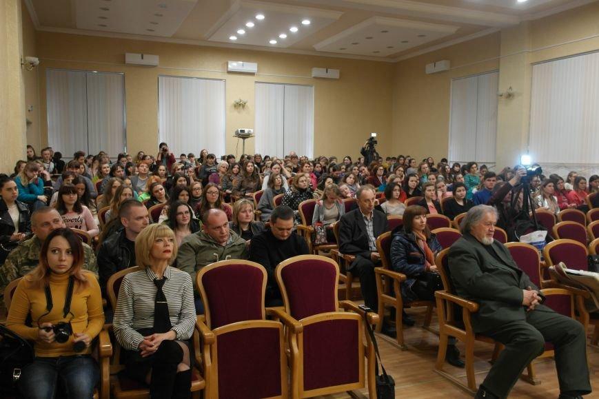 Для будущих педагогов Покровска прошел концерт, посвященный событиям на Донбассе, фото-8
