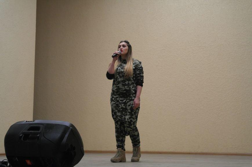 Для будущих педагогов Покровска прошел концерт, посвященный событиям на Донбассе, фото-6