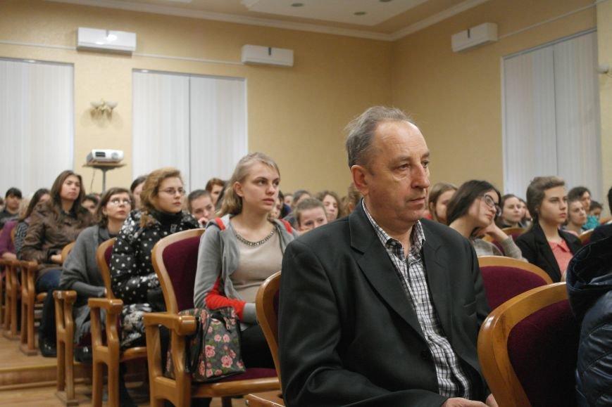 Для будущих педагогов Покровска прошел концерт, посвященный событиям на Донбассе, фото-5