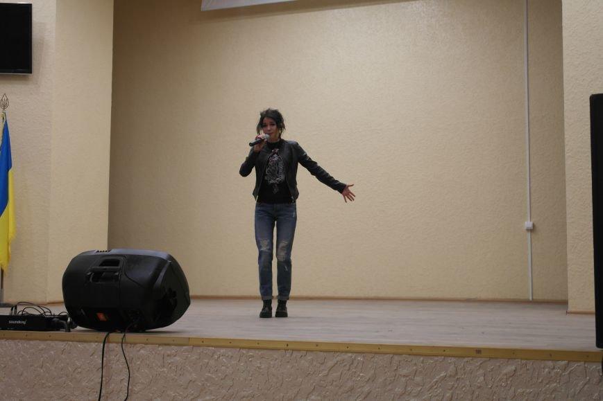 Для будущих педагогов Покровска прошел концерт, посвященный событиям на Донбассе, фото-7