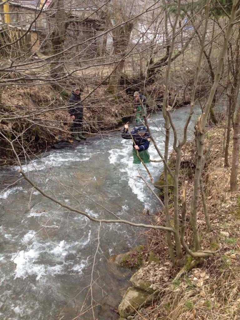 На Іршавщині знайшли тіло хлопчика, який втопився у річці: фото, фото-5