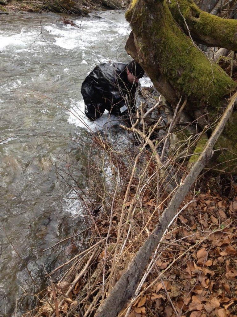 На Іршавщині знайшли тіло хлопчика, який втопився у річці: фото, фото-1
