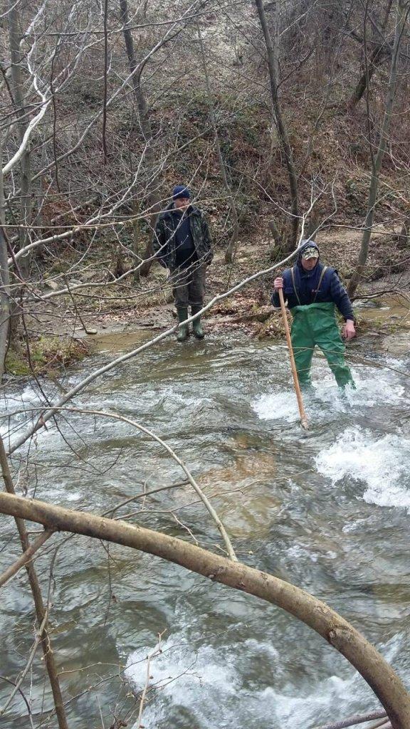 На Іршавщині знайшли тіло хлопчика, який втопився у річці: фото, фото-3