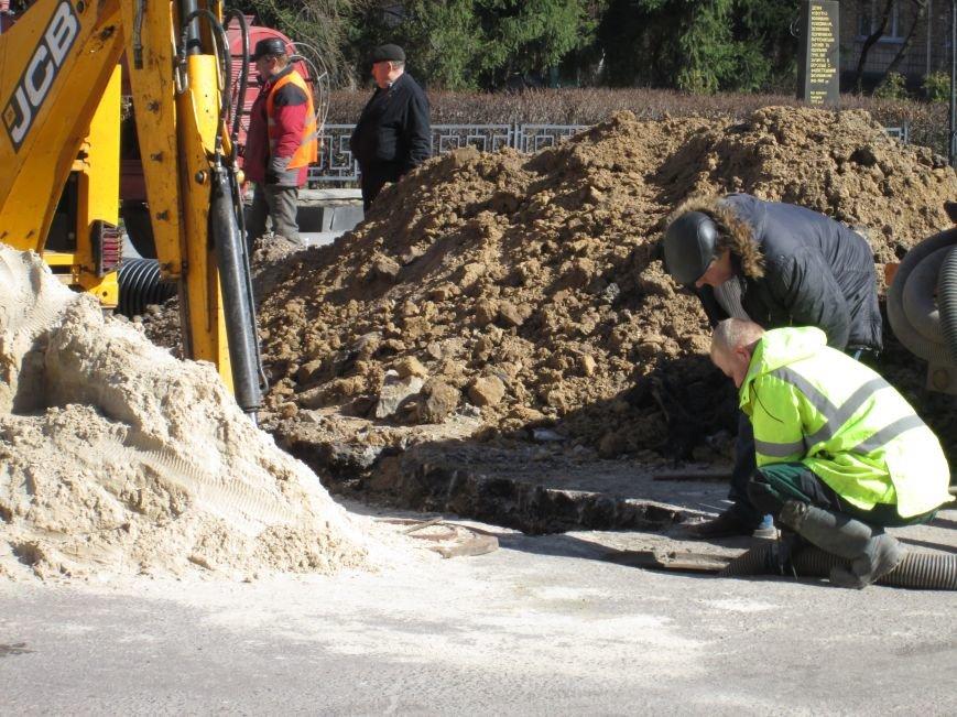 У центрі Новограда-Волинського проводяться ремонтні роботи (ФОТО, ВІДЕО), фото-2