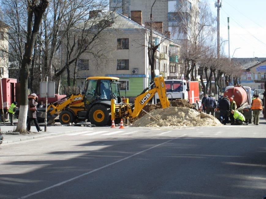 У центрі Новограда-Волинського проводяться ремонтні роботи (ФОТО, ВІДЕО), фото-1