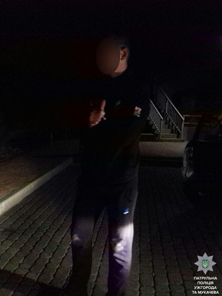 В Ужгороді патрульні влаштували гонитву за чоловіком з ножем та наркотиками: фото, фото-1