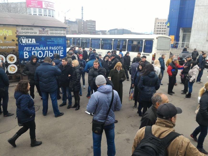 Рабочие ДМК вновь требовали у руководства выплатить зарплату, фото-2