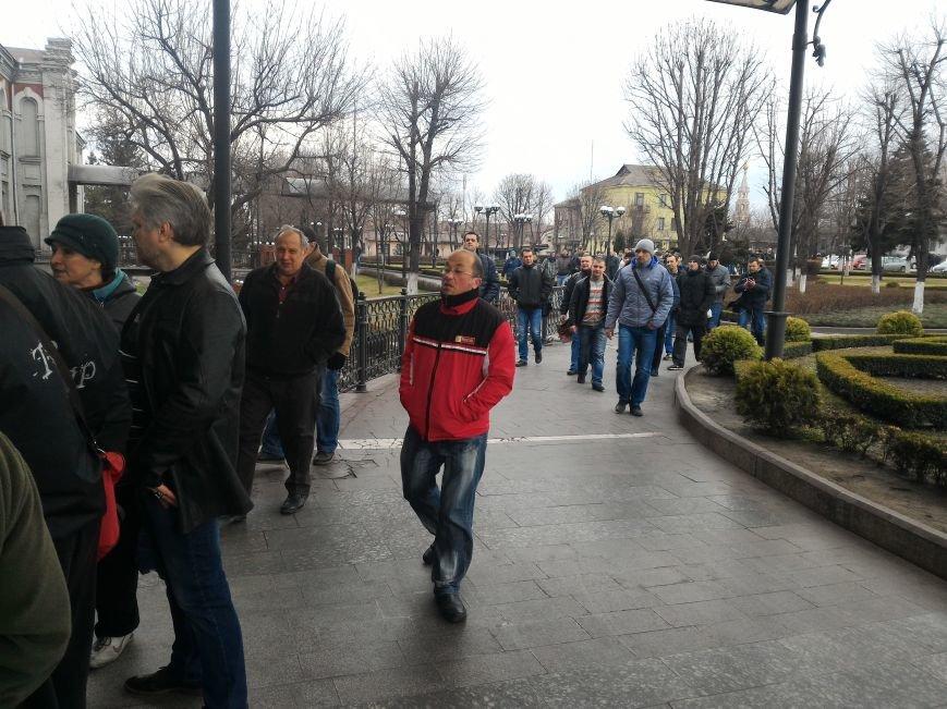 Рабочие ДМК вновь требовали у руководства выплатить зарплату, фото-5