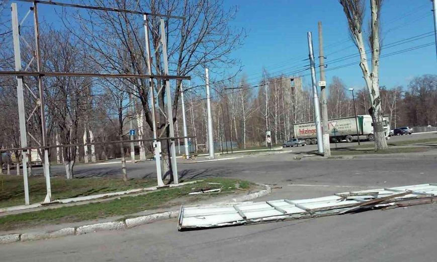 Сильный ветер в Кременчуге срывает то, что плохо держится (ФОТО), фото-2
