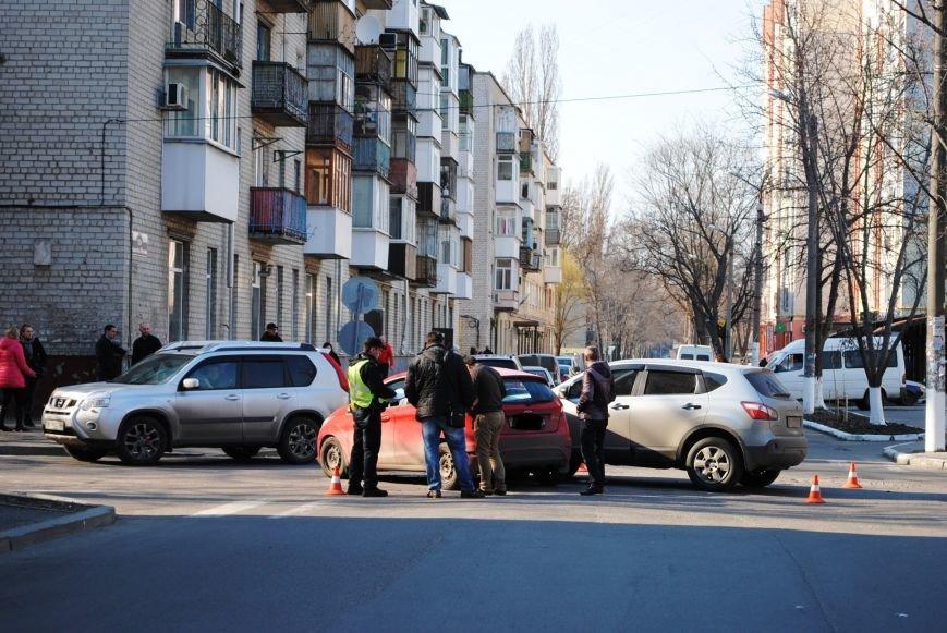 На злосчастном перекрёстке в центре города очередное ДТП (ФОТО), фото-7