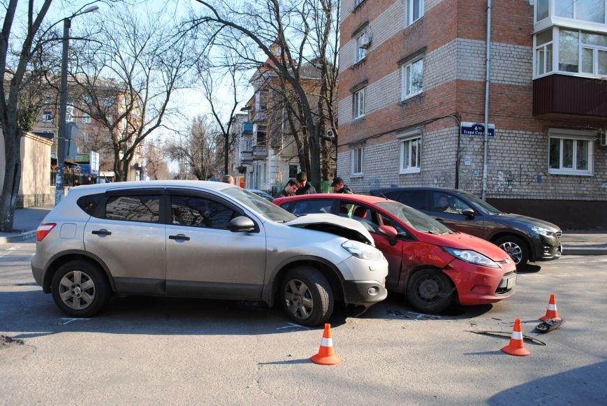 На злосчастном перекрёстке в центре города очередное ДТП (ФОТО), фото-5
