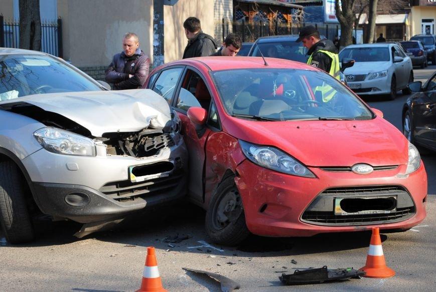 На злосчастном перекрёстке в центре города очередное ДТП (ФОТО), фото-4