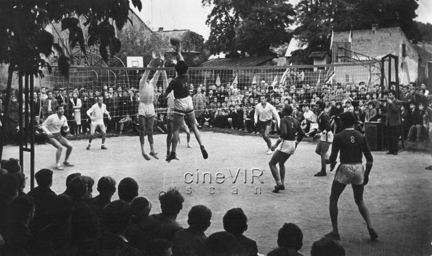 """Ужгородець у соцмережі опублікував світлини """"чорно-білого"""" життя міста 40 років тому, фото-6"""