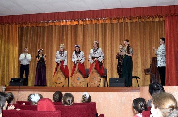 Артисты Одесской Филармонии провели «урок музыки» для 600 юных жителей Черноморска, фото-11