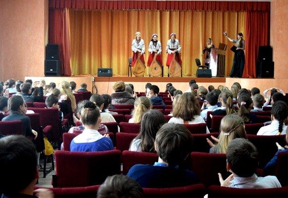 Артисты Одесской Филармонии провели «урок музыки» для 600 юных жителей Черноморска, фото-10