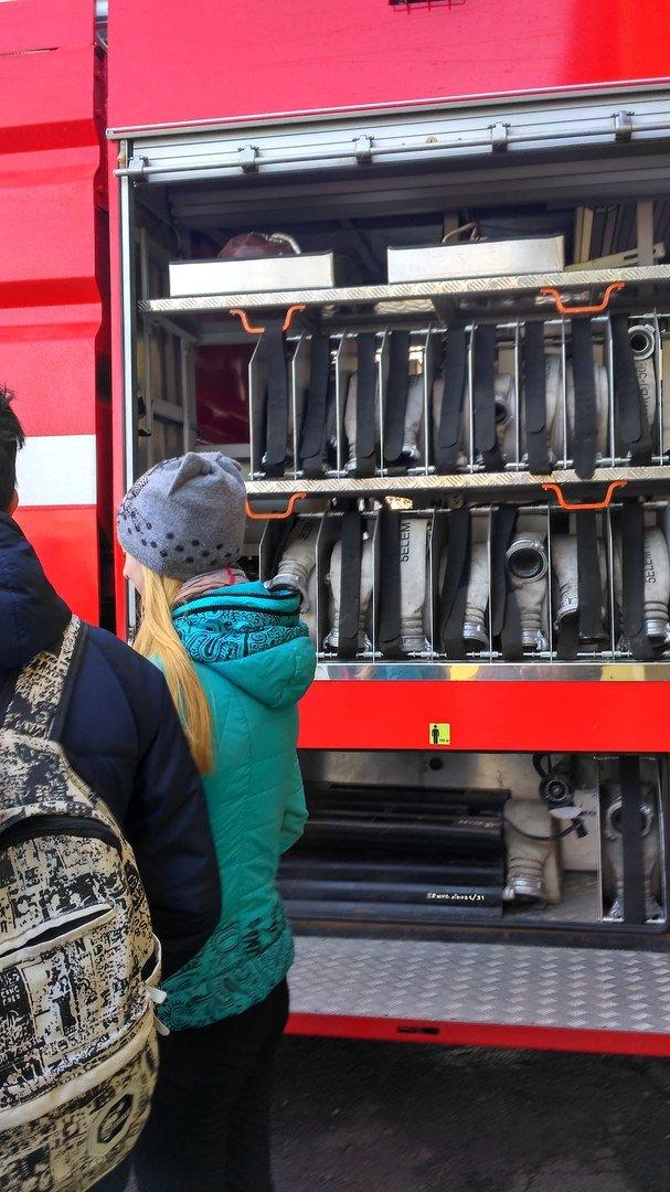 Школьникам Мирнограда провели экскурсию в пожарно-спасательной части, фото-2