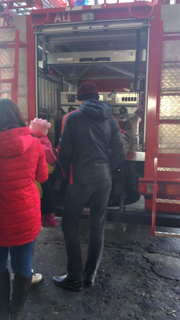 Школьникам Мирнограда провели экскурсию в пожарно-спасательной части, фото-4