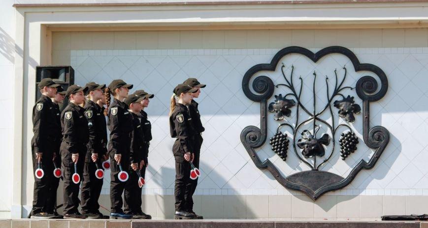 У центрі Ужгорода школярі влаштували флешмоб, щоб закликати водіїв не порушувати ПДР: фоторепортаж, фото-13