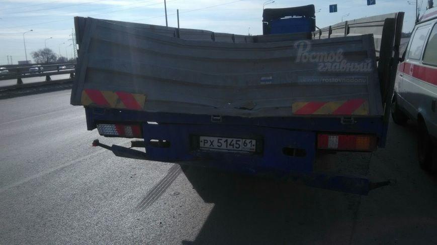 В Ростове-на-Дону грузовик столкнулся с маршруткой, фото-1
