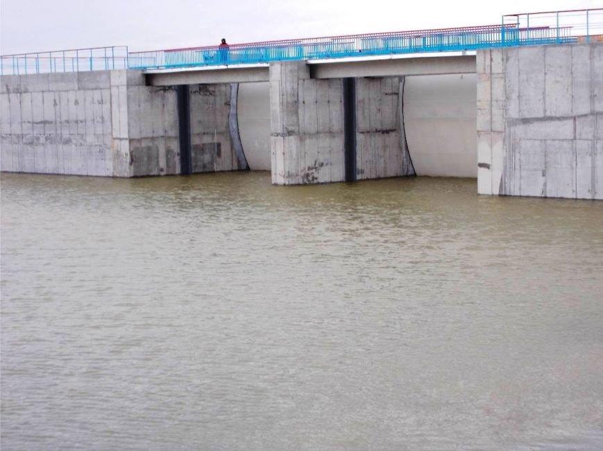 В Херсонской области построили дамбу, перекрывающую воду в Крым (фото), фото-1