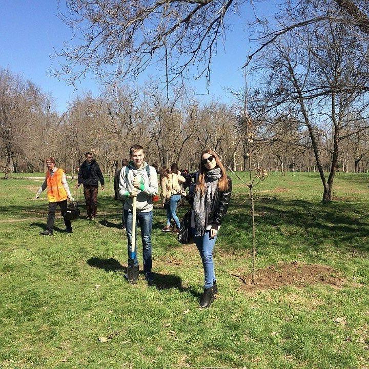 Херсонские студенты-журналисты присоединились к акции «Посади дерево мира» (фото), фото-3