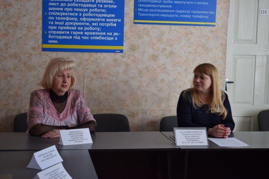 У Покровську «Під одним дахом» громадян консультували з питань їх соціального захисту, фото-1