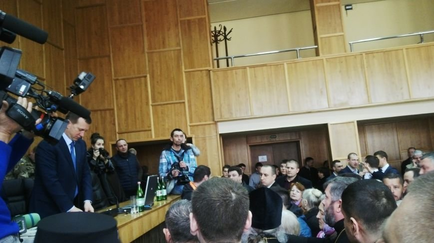 В Ужгороді на сесії побилися військові та священики московського патріархату: фото, фото-3