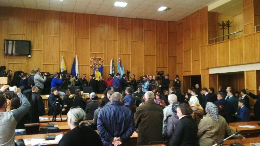 В Ужгороді на сесії побилися військові та священики московського патріархату: фото, фото-5