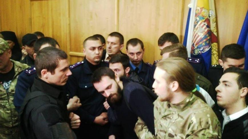 В Ужгороді на сесії побилися військові та священики московського патріархату: фото, фото-2