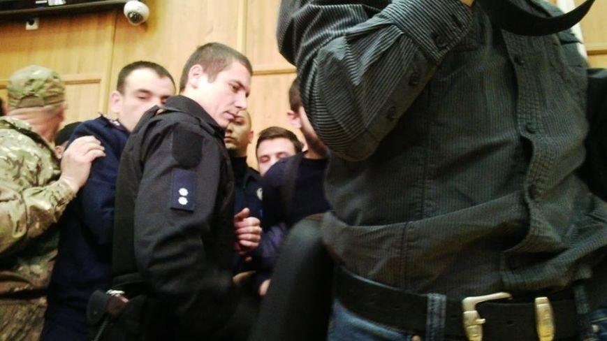 В Ужгороді на сесії побилися військові та священики московського патріархату: фото, фото-6