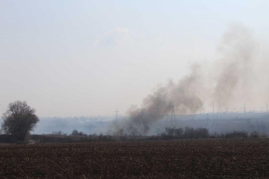 В Каменском горит территория хвостохранилища, фото-11