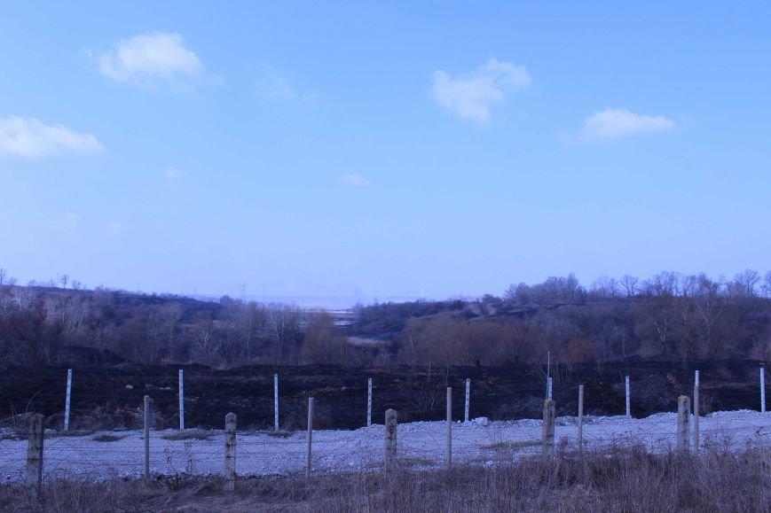 В Каменском горит территория хвостохранилища, фото-4