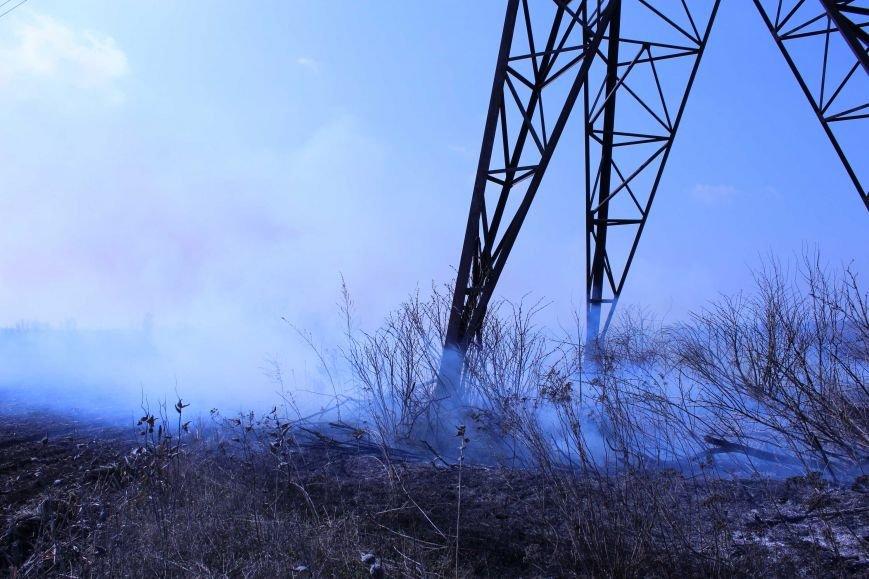 В Каменском горит территория хвостохранилища, фото-7