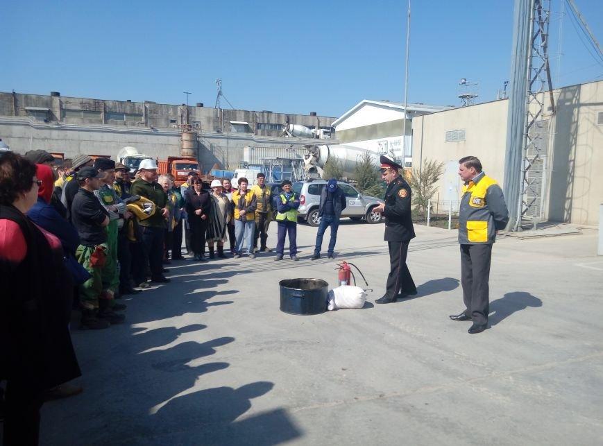 Черноморские спасатели совместно с работниками предприятия «Hi-Raise» ликвидировали условный пожар (фото), фото-1