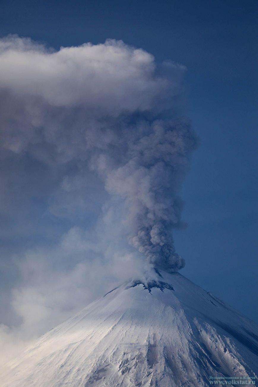 На Камчатке Ключевской «стреляет» пеплом четвертый день подряд, фото-2