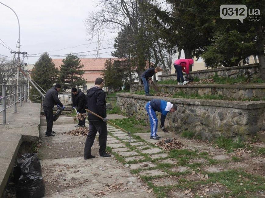 Щоб не було смішно: 1 квітня всі комунальники та працівники мерії прибиратимуть Ужгород, фото-1