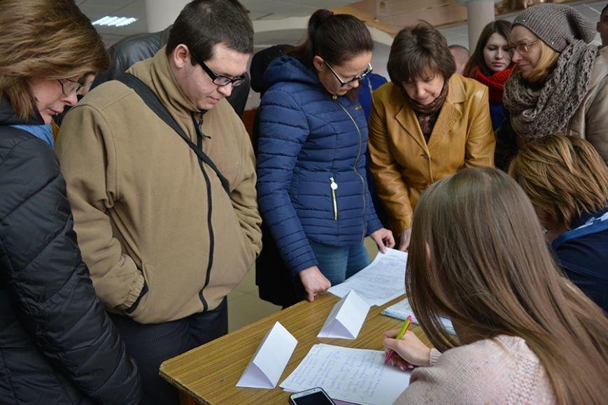 «Что я здесь найду? Работу за 300 рублей?». Ярмарку вакансий в Новополоцке посетили около 500 человек, фото-3
