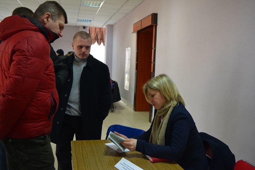 «Что я здесь найду? Работу за 300 рублей?». Ярмарку вакансий в Новополоцке посетили около 500 человек, фото-4