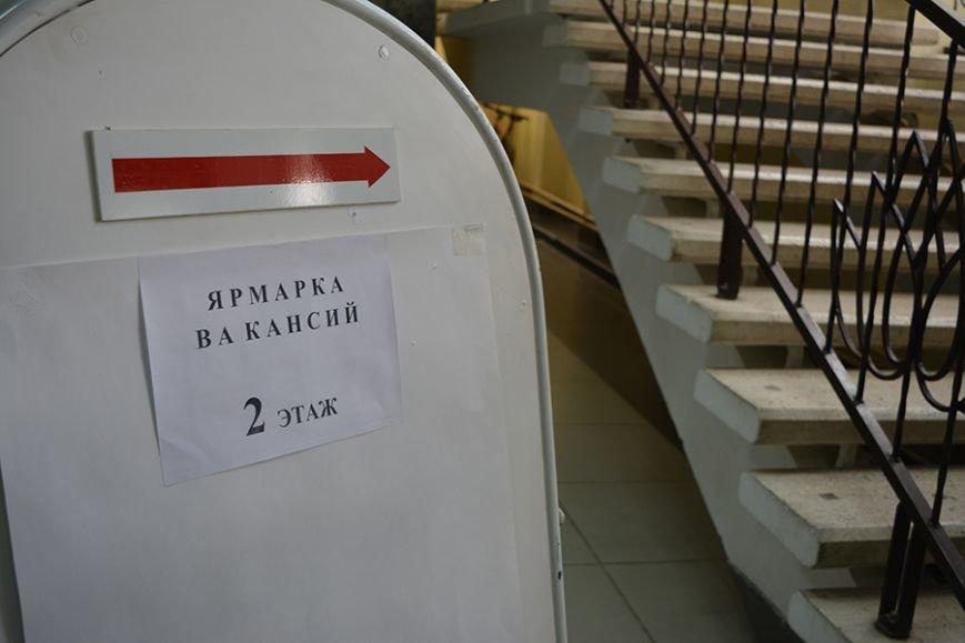 «Что я здесь найду? Работу за 300 рублей?». Ярмарку вакансий в Новополоцке посетили около 500 человек, фото-1