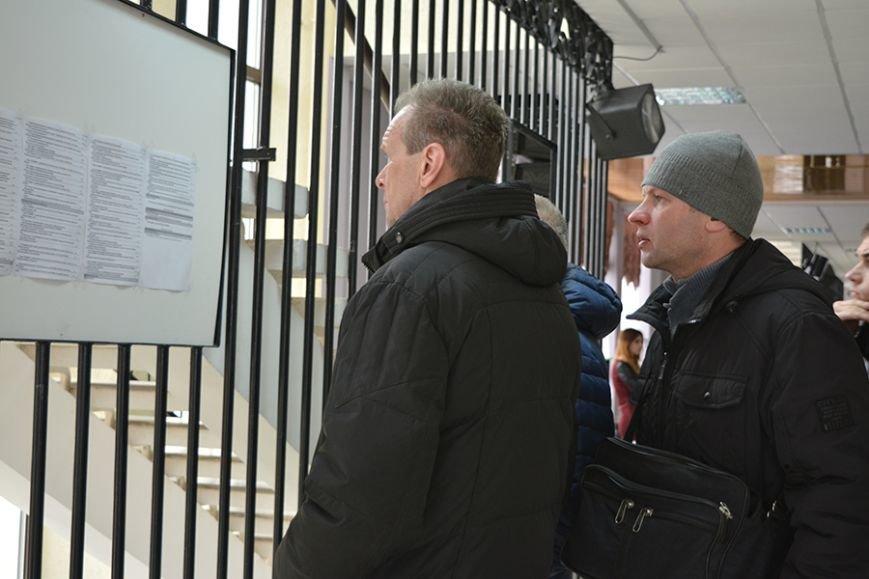 «Что я здесь найду? Работу за 300 рублей?». Ярмарку вакансий в Новополоцке посетили около 500 человек, фото-2