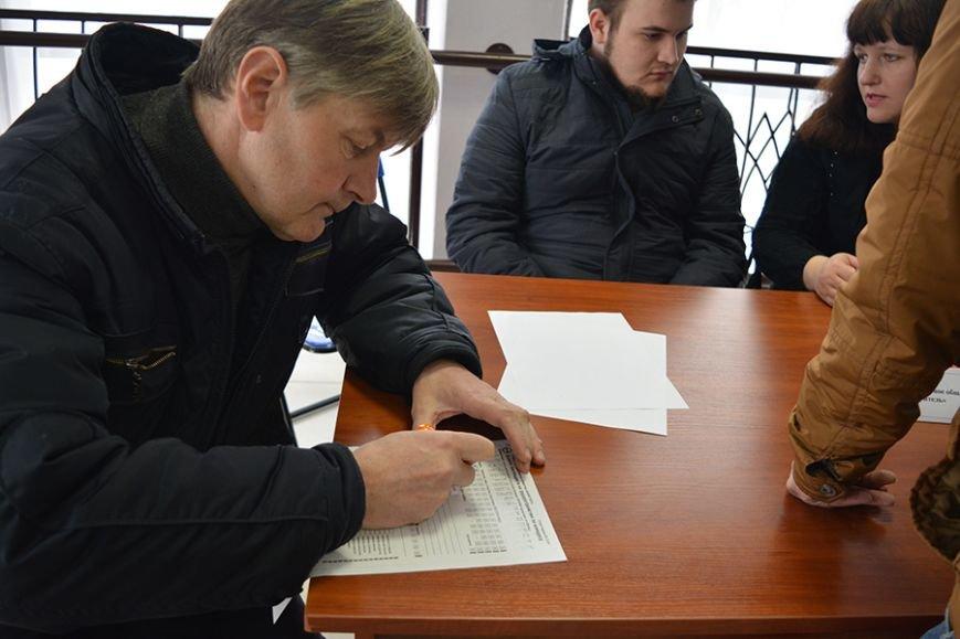 «Что я здесь найду? Работу за 300 рублей?». Ярмарку вакансий в Новополоцке посетили около 500 человек, фото-6