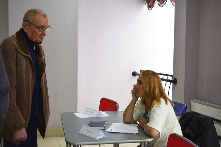 «Что я здесь найду? Работу за 300 рублей?». Ярмарку вакансий в Новополоцке посетили около 500 человек, фото-7