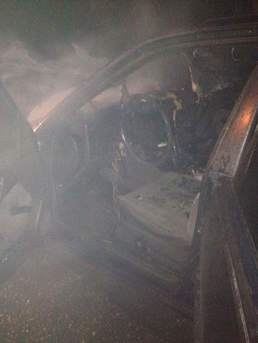 В Кременчуге по неизвестным причинам сгорел автомобиль Опель Омега (ФОТО), фото-2