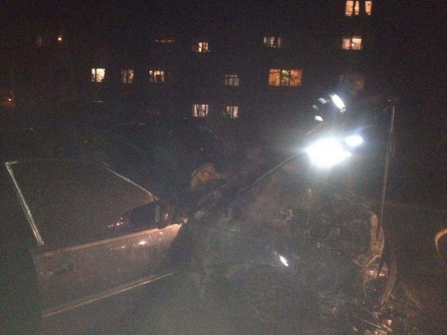 В Кременчуге по неизвестным причинам сгорел автомобиль Опель Омега (ФОТО), фото-1