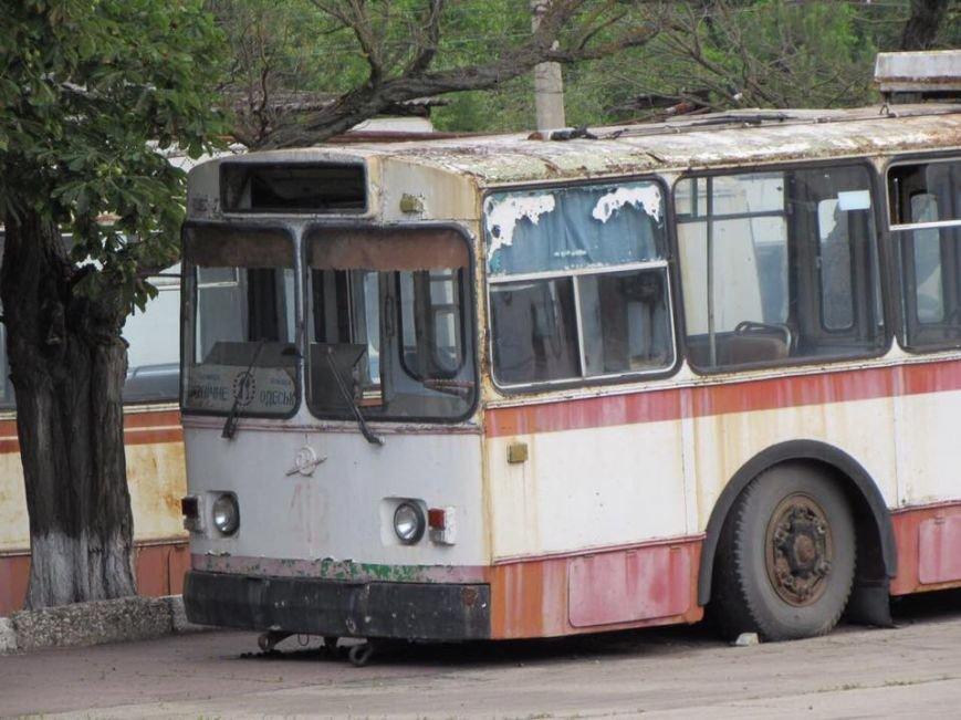"""В Херсоне на """"троллейбусное кладбище"""" отправят 41 троллейбус (фото), фото-3"""