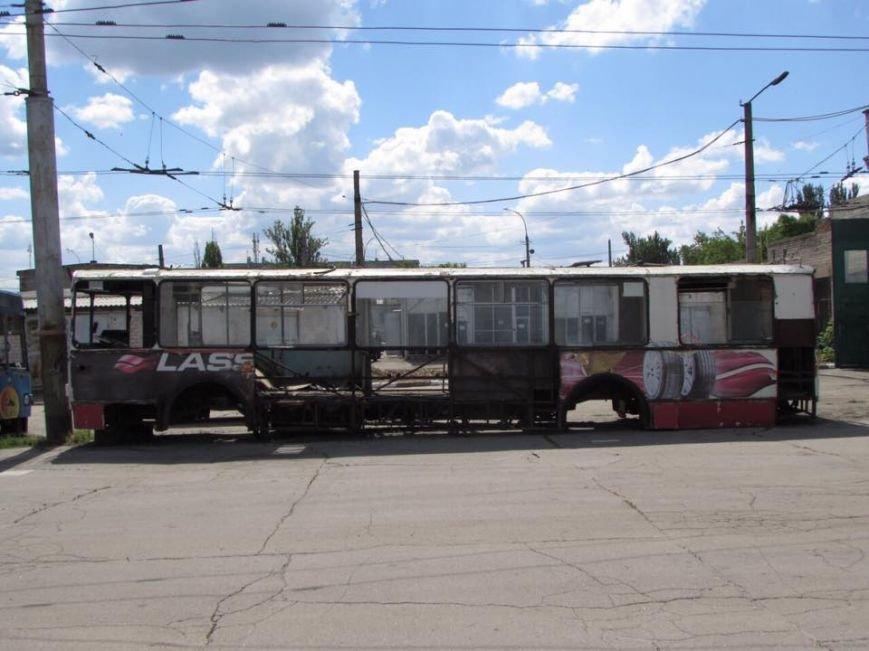 """В Херсоне на """"троллейбусное кладбище"""" отправят 41 троллейбус (фото), фото-1"""