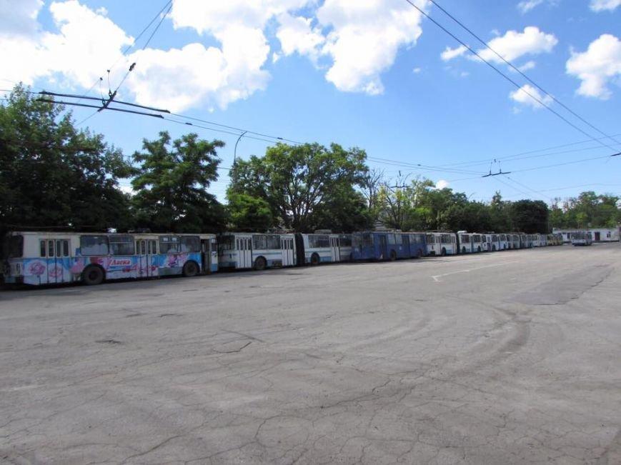 """В Херсоне на """"троллейбусное кладбище"""" отправят 41 троллейбус (фото), фото-2"""